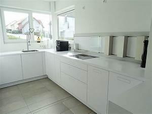 Weisse kueche weisse arbeitsplatte minimalistisch for Küche arbeitsplatte