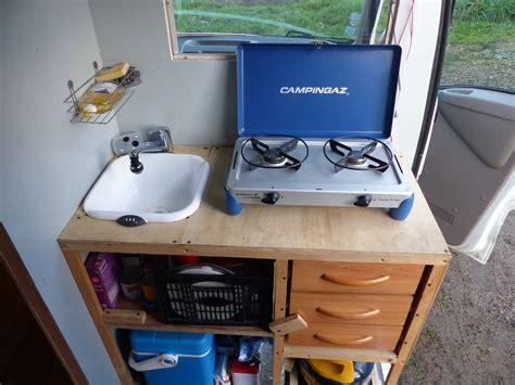 gaz cuisine meuble de cuisine pour fourgon poimobile fourgon aménagé