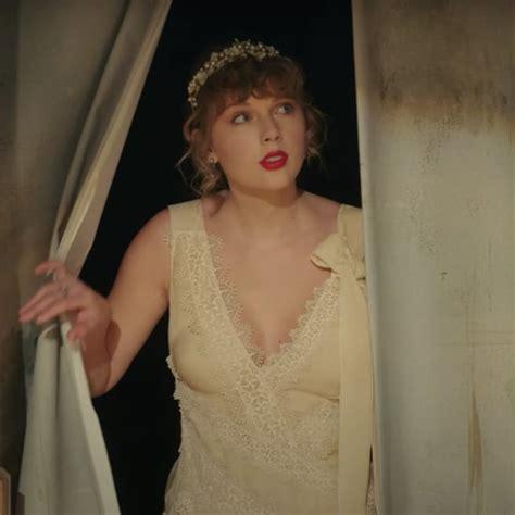 Taylor Swift | POPSUGAR UK