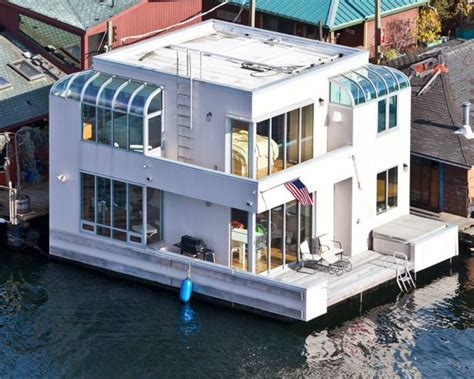 Pontoon Boat Rental Seattle Wa by Tour A Small Houseboat In Seattle Hgtv