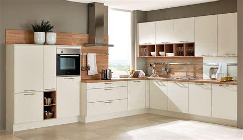 Küche Weiß Mit Holzarbeitsplatte by Einbauk 252 Che Wei 223 Cjskate