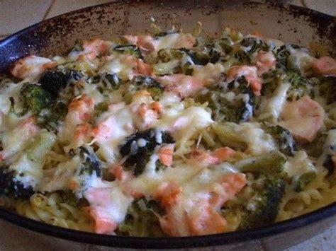 cuisiner les brocolis recettes le gratin de pâtes au saumon et brocolis une recette facile