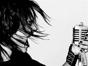 White And Black : songs i sing in the shower well except one my pretzel logic ~ Medecine-chirurgie-esthetiques.com Avis de Voitures