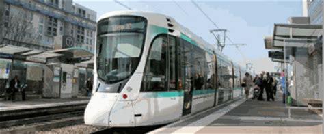 le tramway t2 relie la d 233 fense 224 la porte de versailles