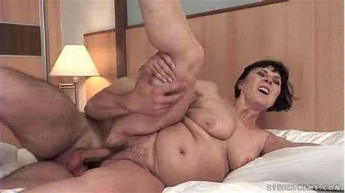 women virgin naked photo
