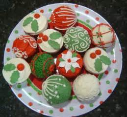 45 easy and creative christmas cupcake decorating ideas family holiday net guide to family