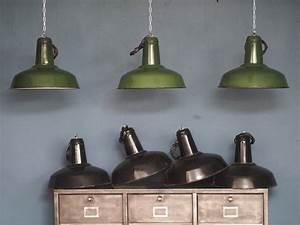 Lampe Suspension Industrielle : suspension gamelle abat jour emaillee noir lampe industrielle ~ Dallasstarsshop.com Idées de Décoration