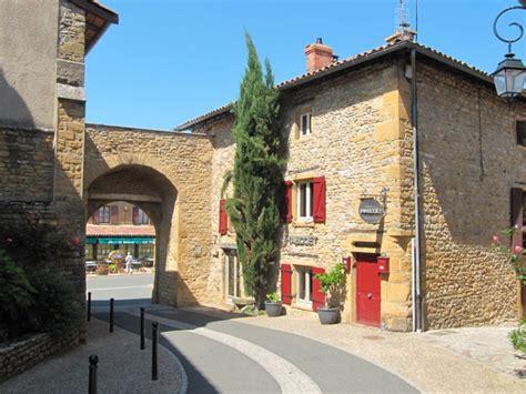 oingt dor 233 au cœur du vignoble du beaujolais destination le mag j aime la