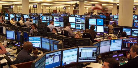 hedge fund traders earn  hours