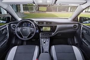 Fonctionnement Hybride Toyota : essai toyota auris l hybride comp titif face au diesel photos ~ Medecine-chirurgie-esthetiques.com Avis de Voitures
