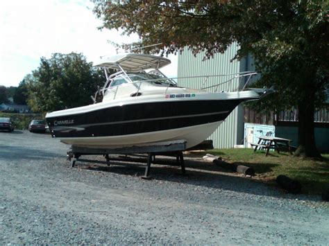 Caravelle Boats by 2004 Caravelle 230 Walk Around Drive Power Boat For
