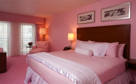 Using Pink As The Color For The Bedroom, For Some Adults