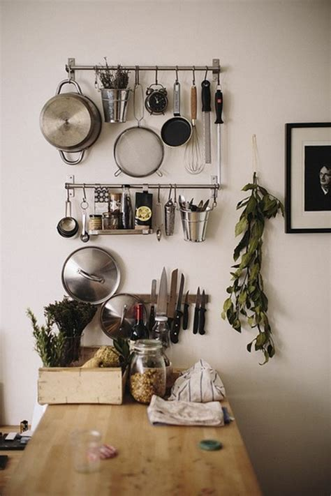 table rangement cuisine le rangement mural comment organiser bien la cuisine