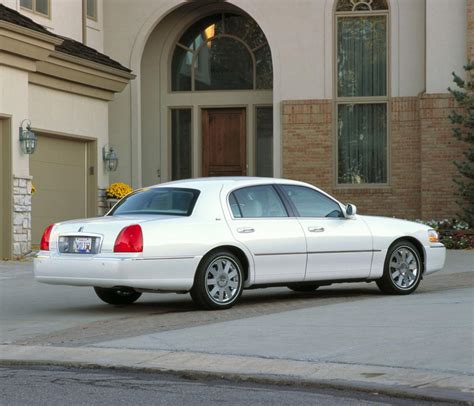 2011 Lincoln Town Car by 2011 Lincoln Town Car Information And Photos Zombiedrive