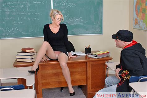 Carolyn Reese Fucking In The Classroom With Her Big Ass