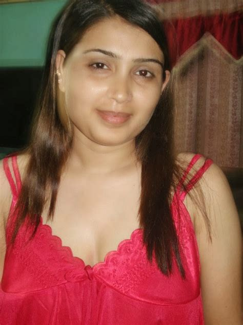 Very Sexy And Hot Aunty Lifts Her Nighty Melayu Bogel