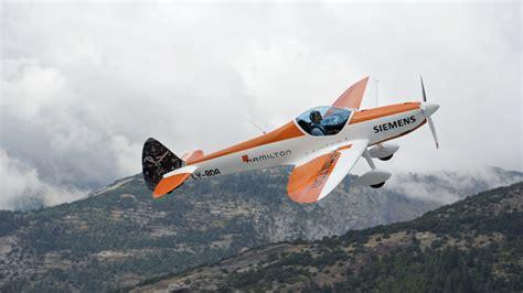 avion de voltige vid 233 o premier vol d un avion de voltige 233 lectrique suisse industrie a 233 ronautique aeronewstv