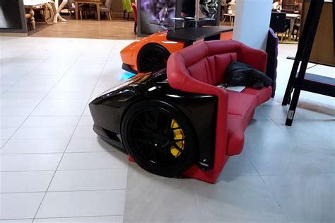bureau bugatti une bugatti veyron ou une lamborghini murciélago en guise