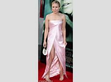 Kristen Bell accidentally flashes underwear at the