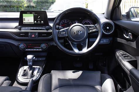 auto review  kia cerato sport  sport sedan