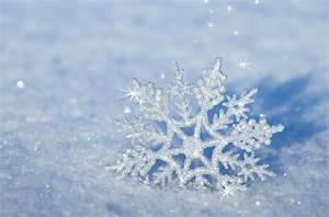 3D snowflake in the snow - HD winter wallpaper