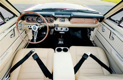 leather seating    ford mustangs