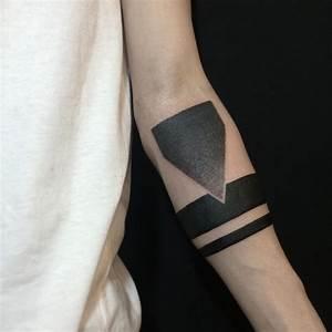 Tattoo Armband Handgelenk : 95 significant armband tattoos meanings and designs 2019 ~ Frokenaadalensverden.com Haus und Dekorationen