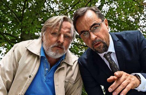 Regisseur martin eigler (hinten rechts) mit kameramann. Tatort Es Lebe Der König : Bilder Es Lebe Der Konig Tatort ...