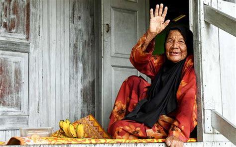 warga emas   kekal bertenaga amal makanan sihat  malaysia today fmt