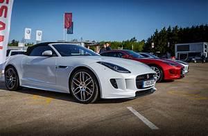 Jaguar F Type Cabriolet : driven jaguar f type v8r coupe vs convertible ~ Medecine-chirurgie-esthetiques.com Avis de Voitures