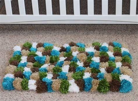 woll pompons selber machen teppich aus pompoms anleitung dekoking diy bastelideen dekoideen zeichnen lernen