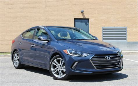 hyundai elantra hitting  mark   car guide