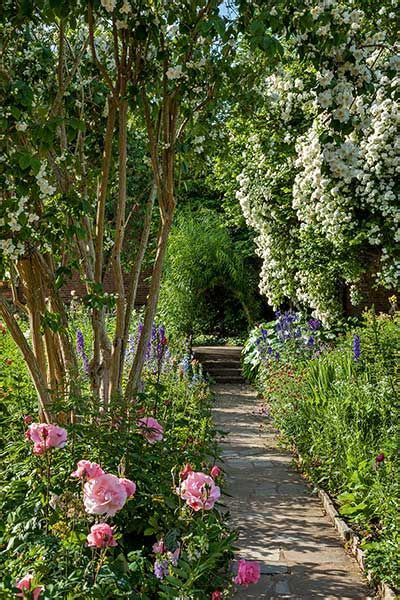 english cottage gardens images  pinterest