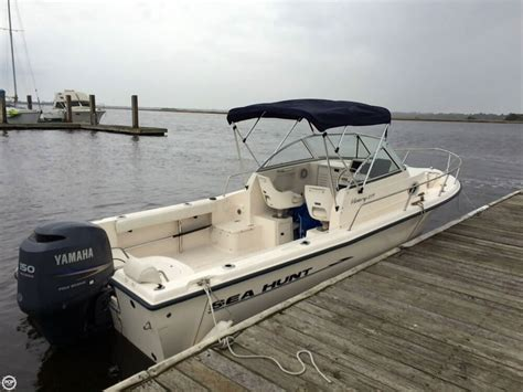 Sea Hunt Victory Boats For Sale by 2004 Used Sea Hunt Victory 215 Walkaround Fishing Boat For