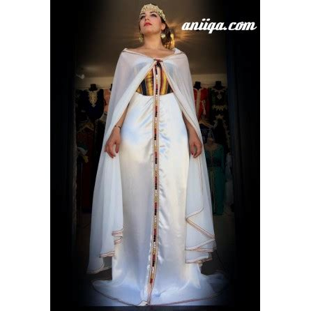 robe kabyle moderne blanche avec cape