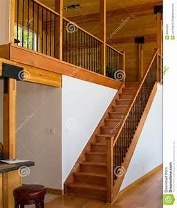 Escalier Escamotable Grenier : escalier en bois menant au grenier image stock image du ~ Melissatoandfro.com Idées de Décoration
