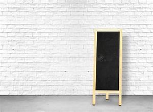 Mur Brique Blanc : le panneau noir de menu au mur de briques blanc et le ciment parquettent partent du spac ~ Mglfilm.com Idées de Décoration