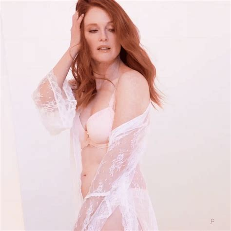 Julianne Moore - Famous Nipple