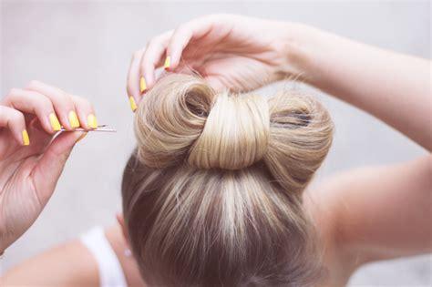 tuto coiffure le chignon noeud facon lady gaga