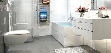 Badezimmer Fliesen Weiß Matt Oder Glänzend by Kleine Fliesen Viel Glas Und Groae Fliesen
