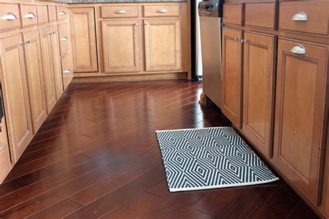 rugs for hardwood floors in kitchen bath rug in the kitchen 9262