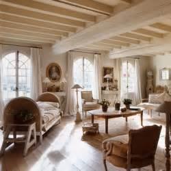 d 233 coration maison de cagne un m 233 lange de styles chic canap 233 rustique salon blanc et poutres