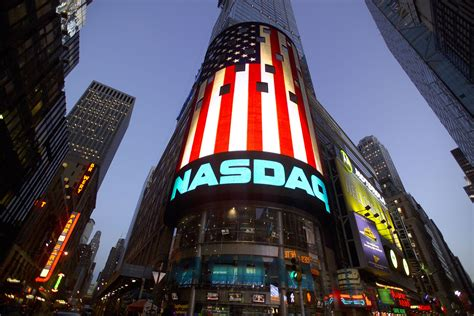 Investing 101: Dow vs. NASDAQ - The @SprinkleBit Investing ...