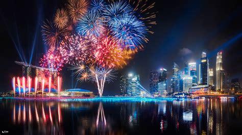 Hintergrundbilder  Stadt, Stadtbild, Bucht, Nacht, Singapur, Feuerwerk, Skyline, Panorama