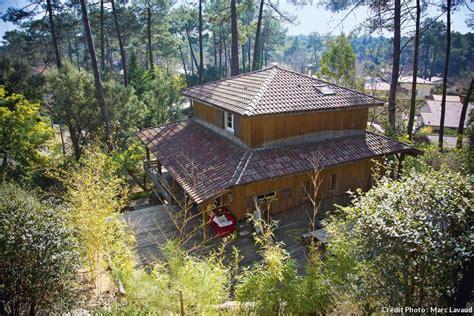 inspiration cuisine ouverte une maison en bois au cœur de la pinède landaise maison