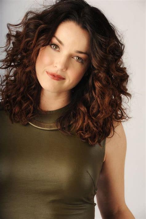 25 medium length curly hairstyles for womens hair