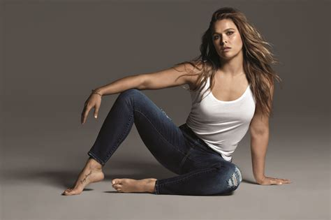 Ronda Rousey shows off curves in photos for new Buffalo ...