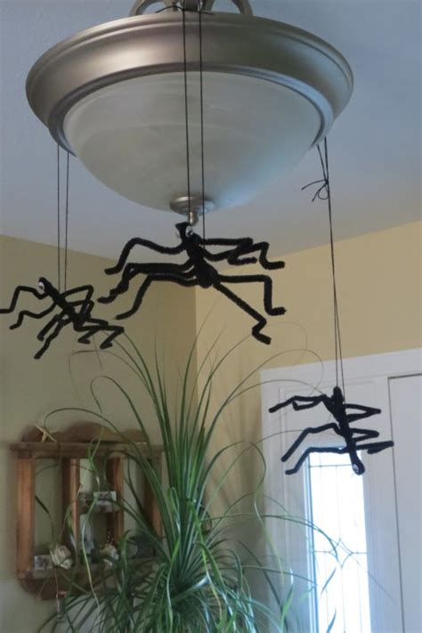 easy halloween crafts pipe cleaner spiders