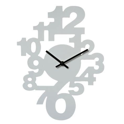 horloge murale chiffres couleur blanche maison futee