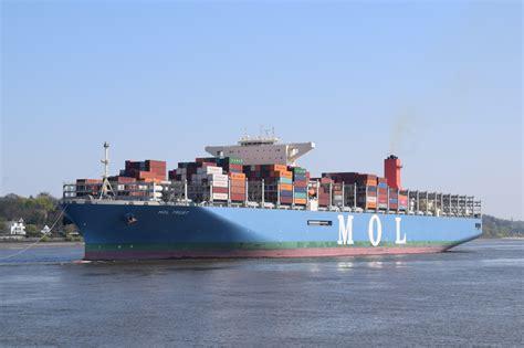 Wie die einsatzleitung am montagmorgen mitteilte, schwimmt das 400 meter lange schiff wieder und wird nun. Mega Carrier mit 13.000 TEU und mehr - Seite 45 - Forum Schiff